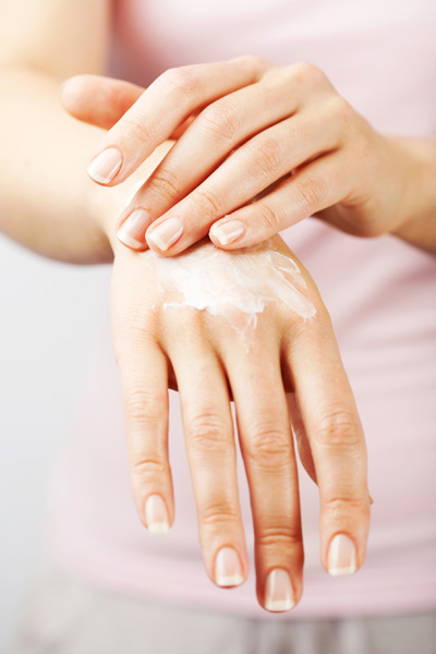 How to Keep Your Nails Healthy During The Cold Winter Months
